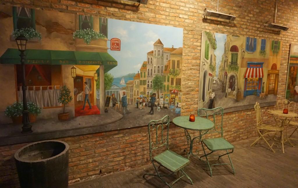 L'Artista left side mural