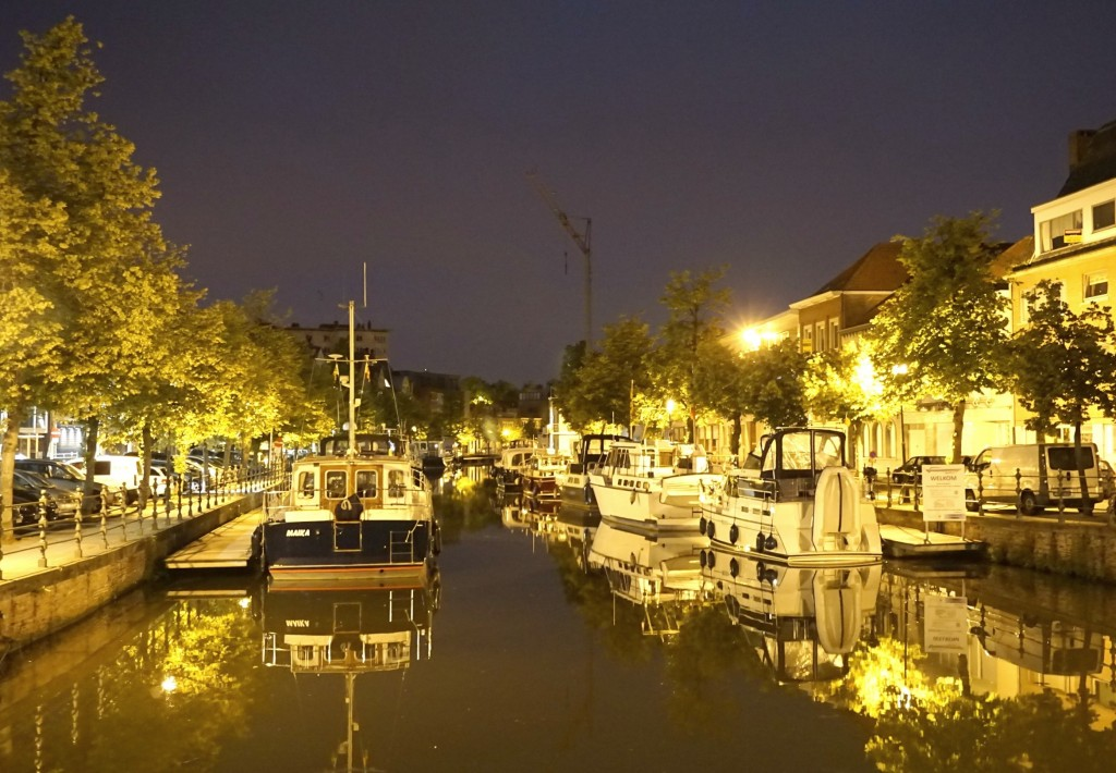 Mechelen Canal at night